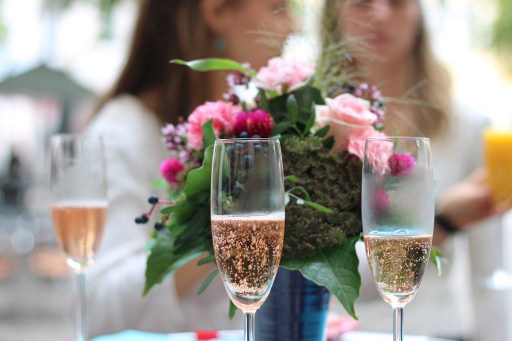 blomster champagne rosé fest konfirmation roser (Foto: Pxhere)