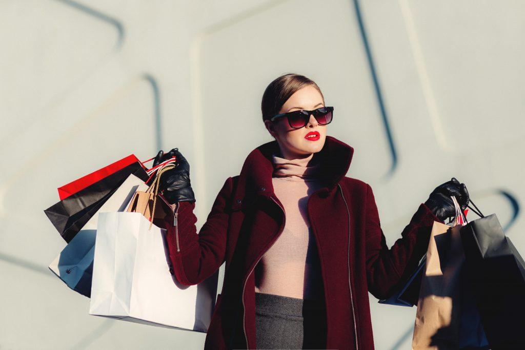 shopping pige røde læber (Foto: Unsplash)