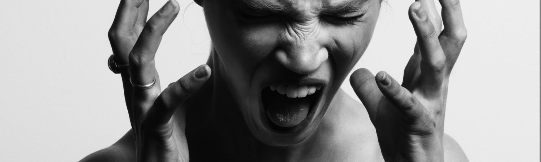 vred psykopat kvinde frustreret (Foto: Unsplashed - Gabriel Matula)