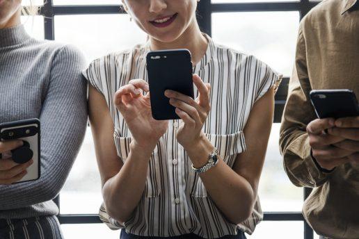 Mobil, telefon, smartphone, iphone, happn, tinder, date, dating, sms, besked, online, facebook, instagram, twitter, app