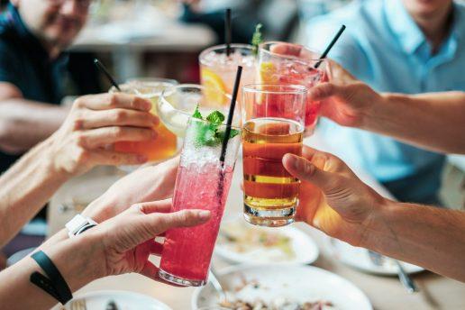 Drinks, cocktails, skål, alkohol, fest, hygge, sommer, tørstig, fest