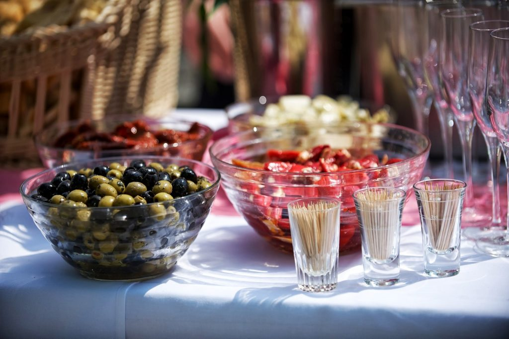 bord fest oliven konfirmation borddækning (Foto: Pxhere)