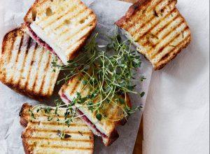 toast ged tyttebær (Foto: Stine Christiansen)