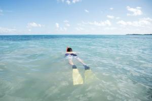 Svømmende mand (Foto: Airbnb)