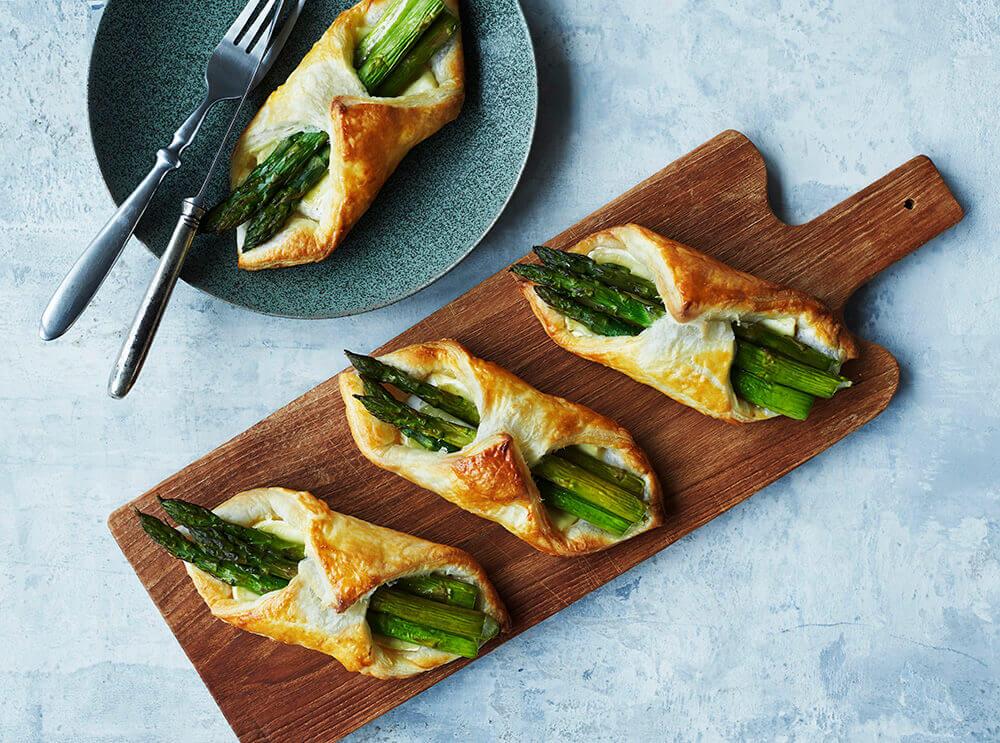 aspargespakke med brie (Foto: Sæson)