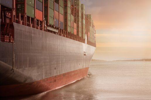 skib, fragtskib. sejle, sejl, båd, vand, havet, hav, kapring, kapret, pirat, pirater, migranter, migrant