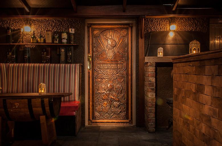 Hver og en af dørene fortæller historien om en episode i Game of Thrones sæson 6. (Foto: Tourism Ireland)