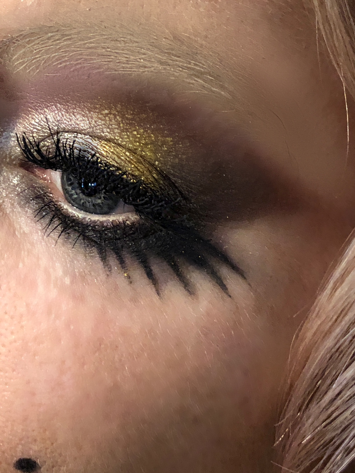 Sienna Miller til MET gala Max Factor (Foto: Sæther)