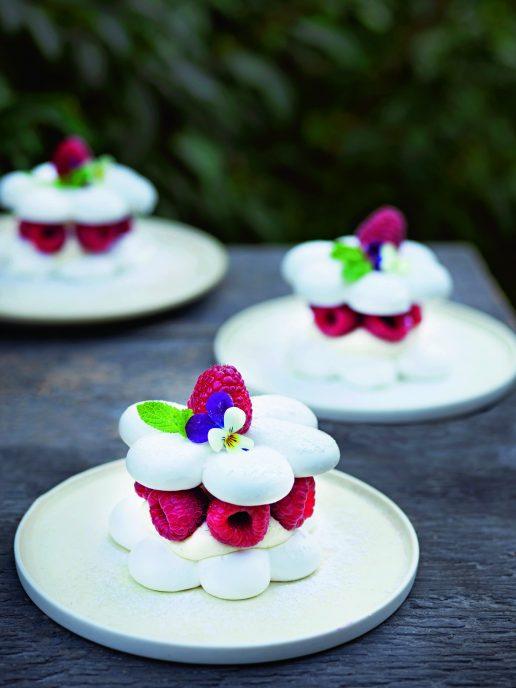 mini pavlova blomsterberg kage bær (Foto: Columbus Leth)
