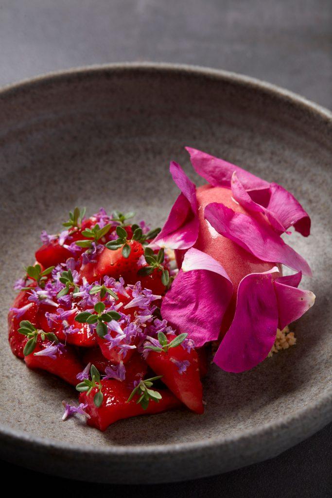 spiselige blomster bog jordbærsorbet (Foto: Flemming Gernyx)