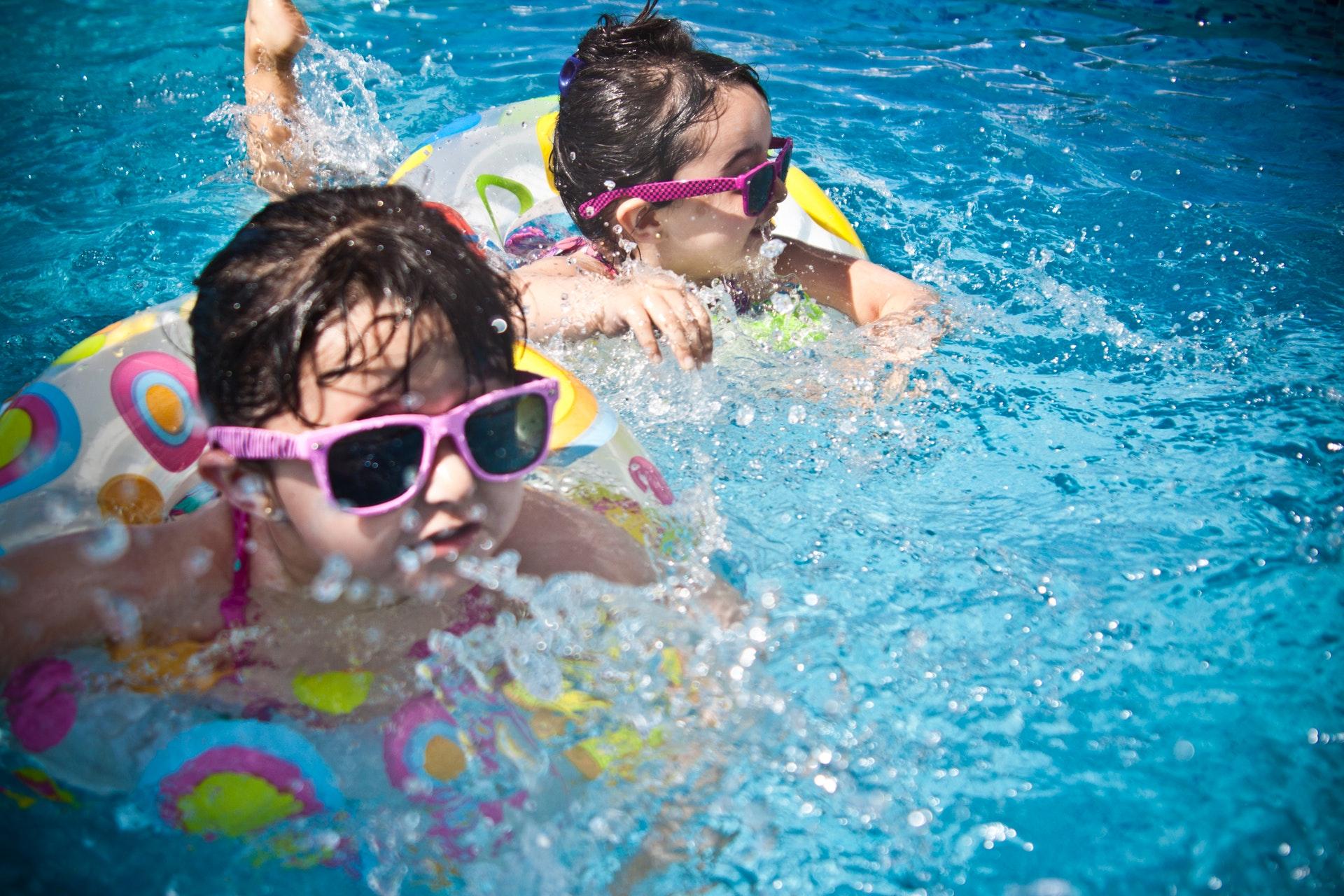 børn, barn, solcreme, spf, sol, solfaktor, sommer, sommerferie, ferie, bade, pool, svømme, varme, rejse