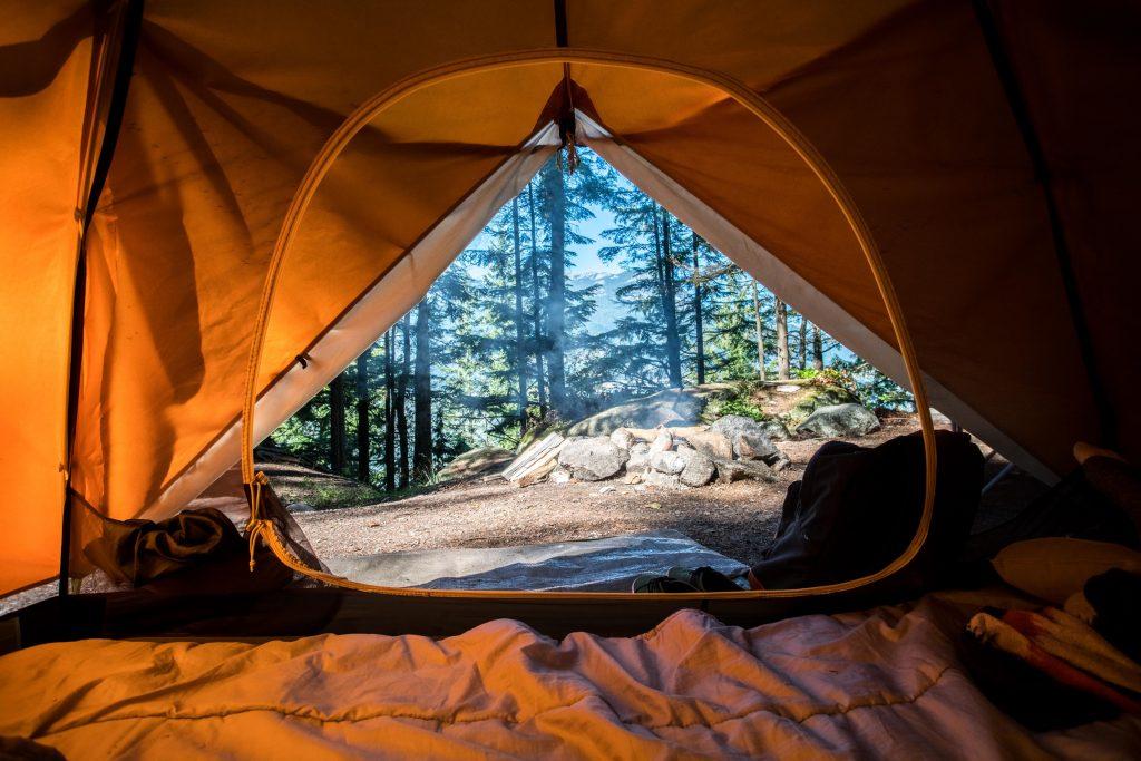 telt sommer sommerferie skov camping (Foto: Unsplash)