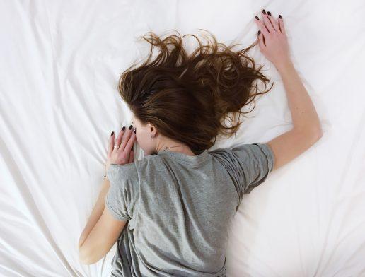 pige træt seng sove doven (Foto: Unsplash