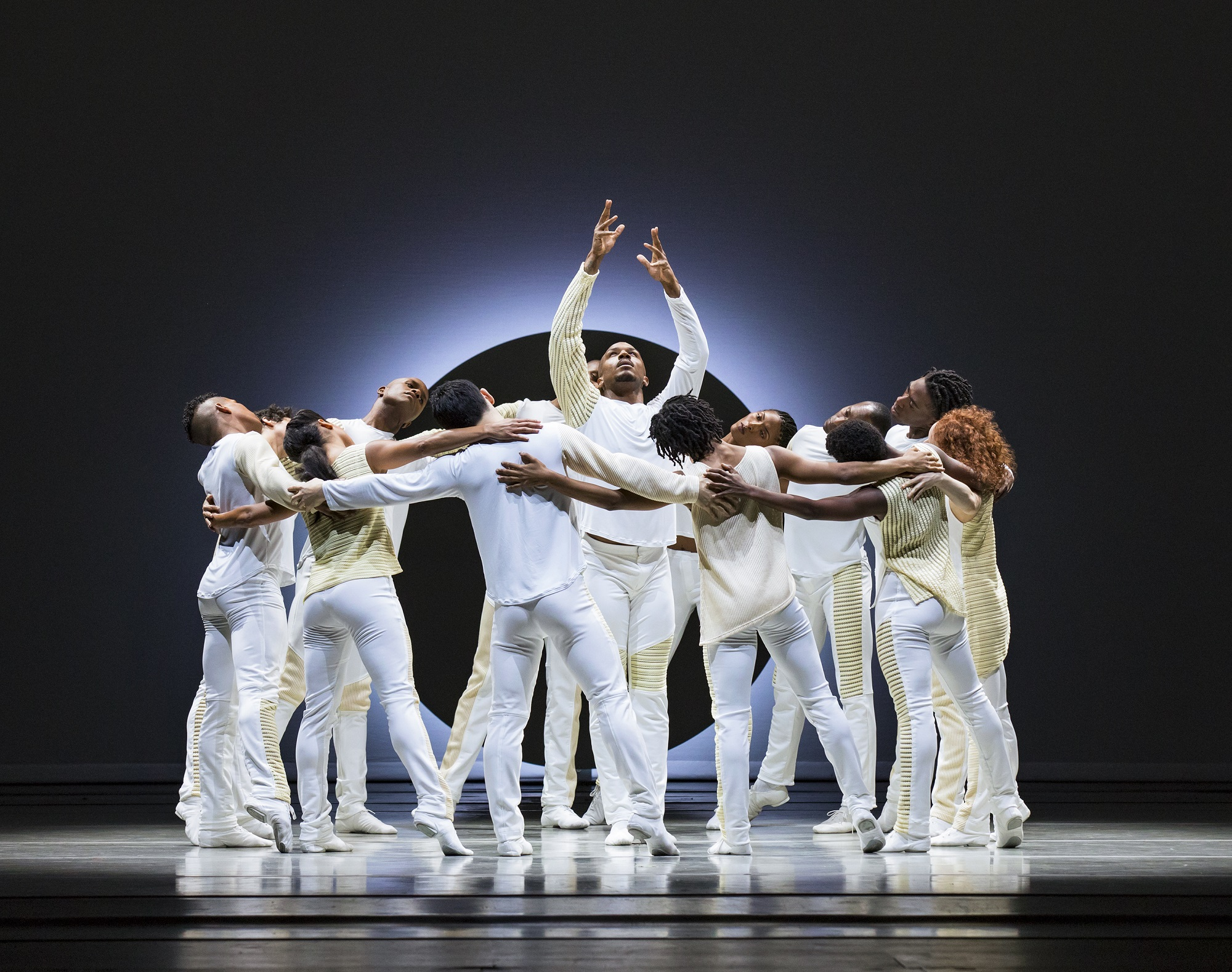 Alvin Ailey American Dance Theater in Jessica Langs EN. Photo by Paul Kolnik4