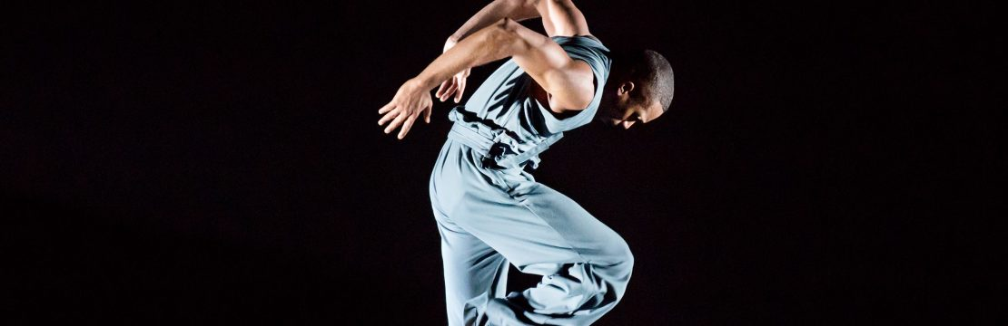 Alvin Ailey pressefoto - Michael Jackson Jr. in Jamar Roberts Members Dont Get Weary. Photo by Paul Kolnik