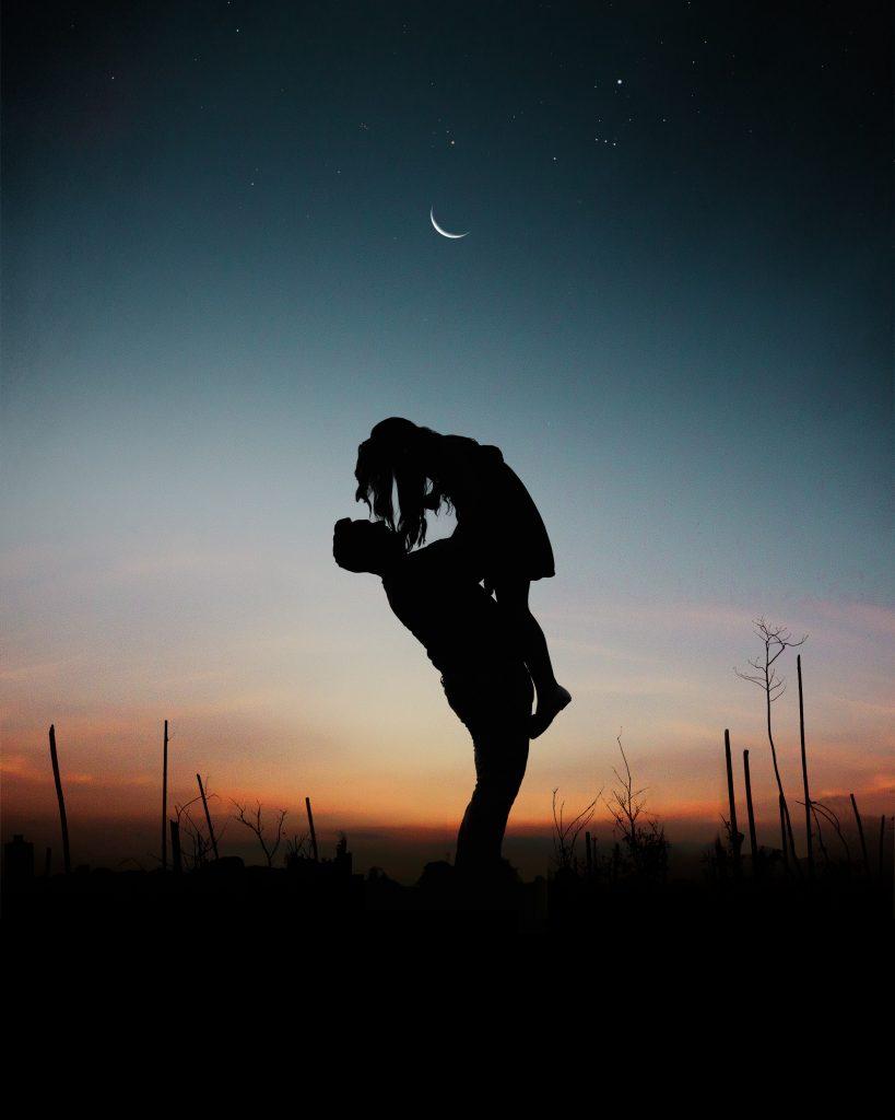 par solnedgang kærlighed mand kvinde (Foto: Pexels)