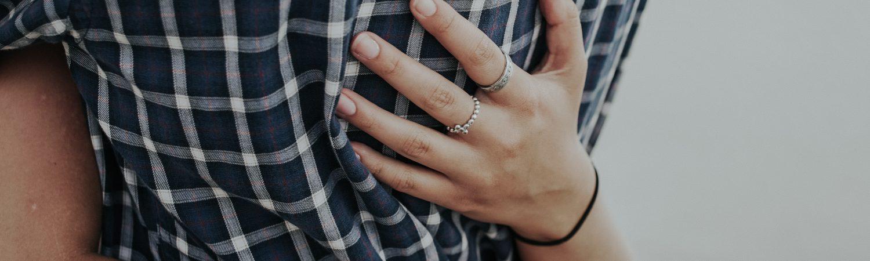 par psykisk vold hånd kærlighed (Foto: Unsplash)