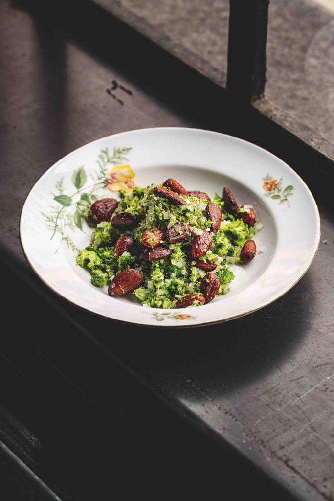 grøntsagskogebogen broccoli med mandler (Foto: Grøntsagskogebogen)