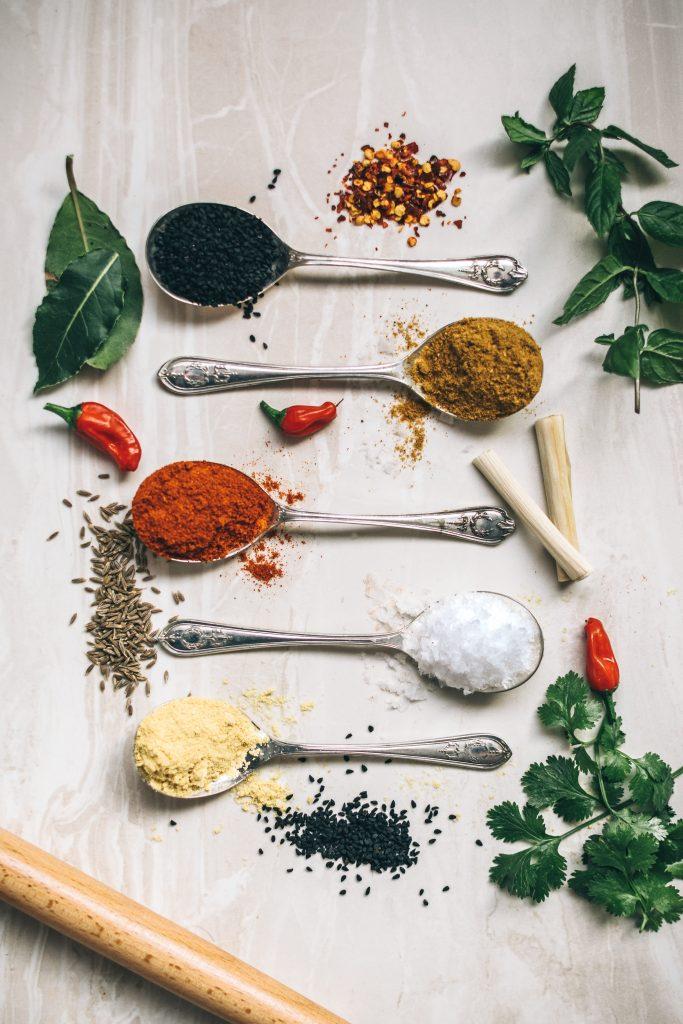 krydderier madlavning (Foto: Unsplash)