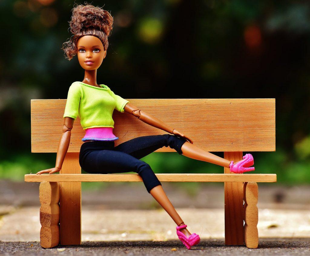 barbie legetøj hudfarve brun