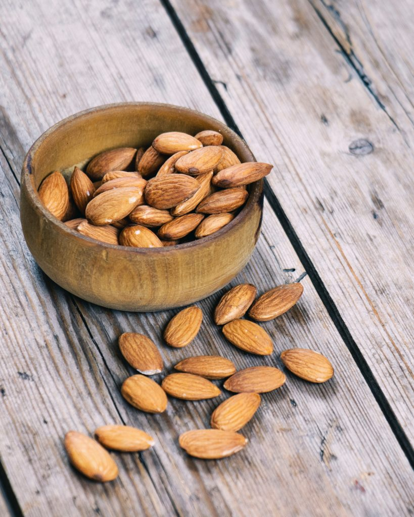 mandler nødder snack (Foto: Unsplash)