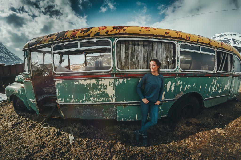 pige bus abandoned rejse Foto: Unsplash)