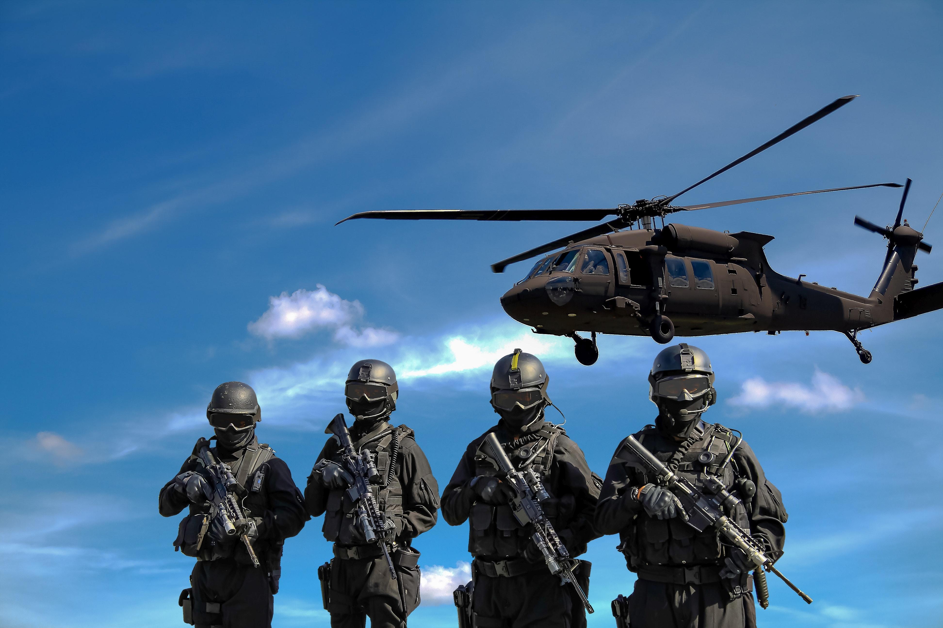styrker tropper soldater krig helikopter våben