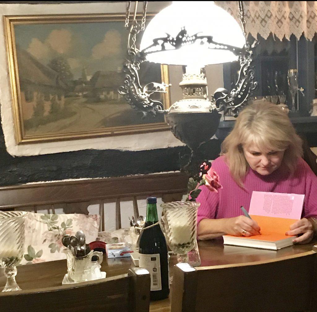 malerklemmen osted sara blædel pigen under træet bog bogtur bornholm osted signering(Foto: MY DAILY SPACE)