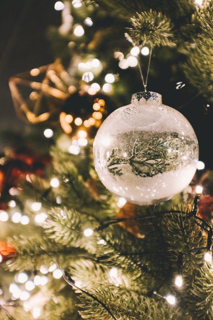 Juletræ, julestemning, julelys, jul, familie, tid, kærlighed (Photo:Unsplash)