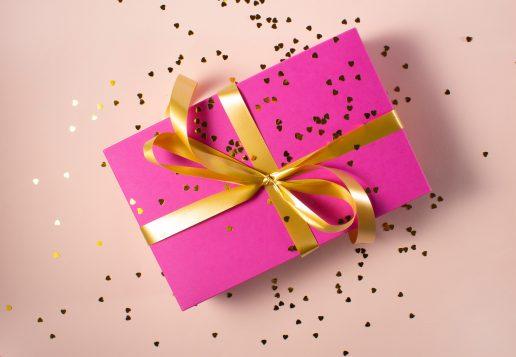 gave gaveindpakning julegave (Foto: Unsplash)