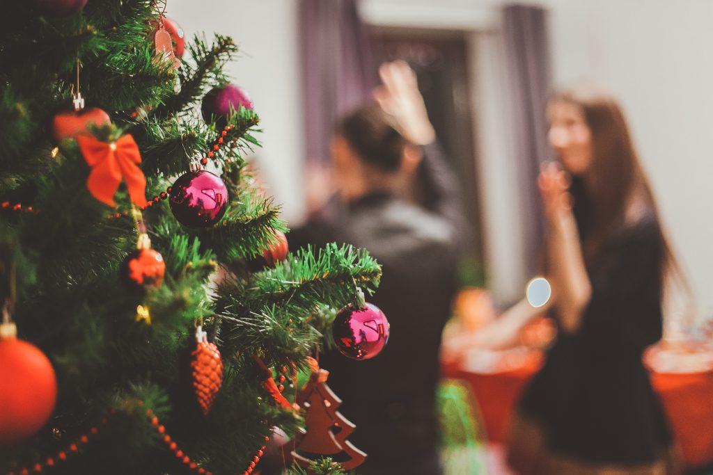 juletræ julehygge hygge fest party julefrokost (Foto: Unsplash)