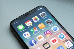 Iphone skærm med apps (Foto: Unsplash)