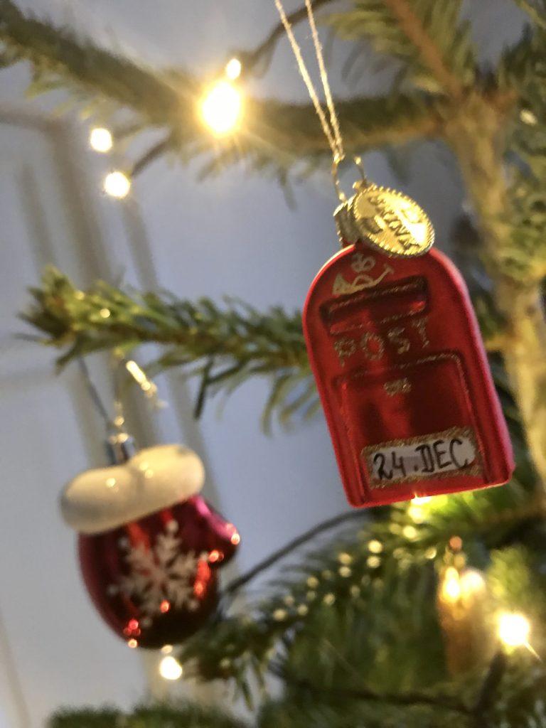 juletræ postkasse juleaften julegaver 24. december (Foto: MY DAILY SPACE)