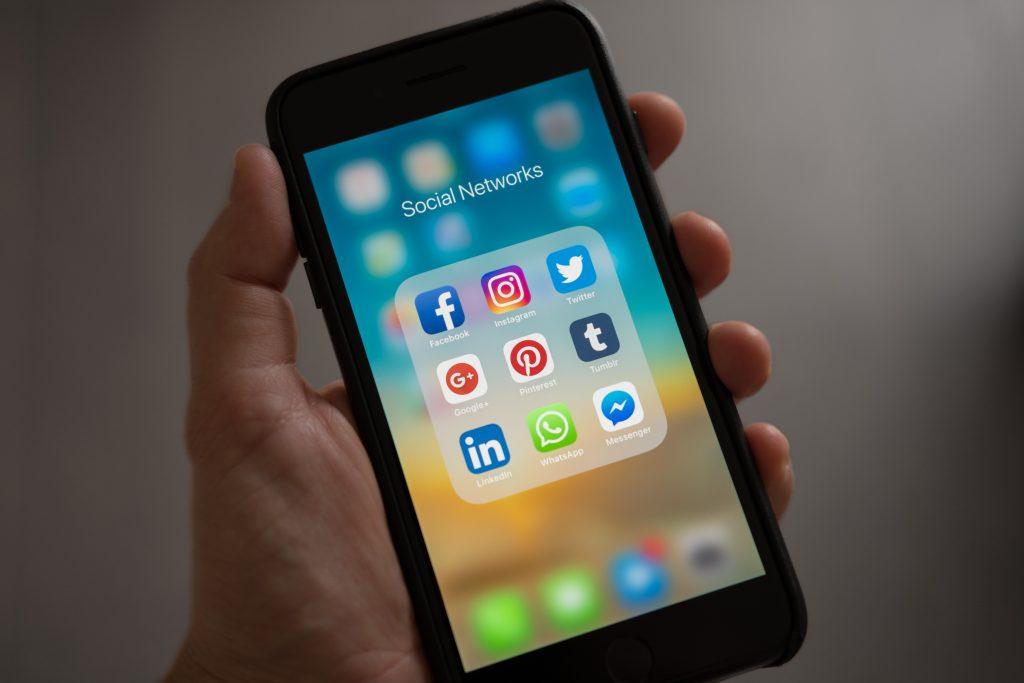 sociale medier, instagram, Facebook, tilstedeværelse, virkeligheden, social accept