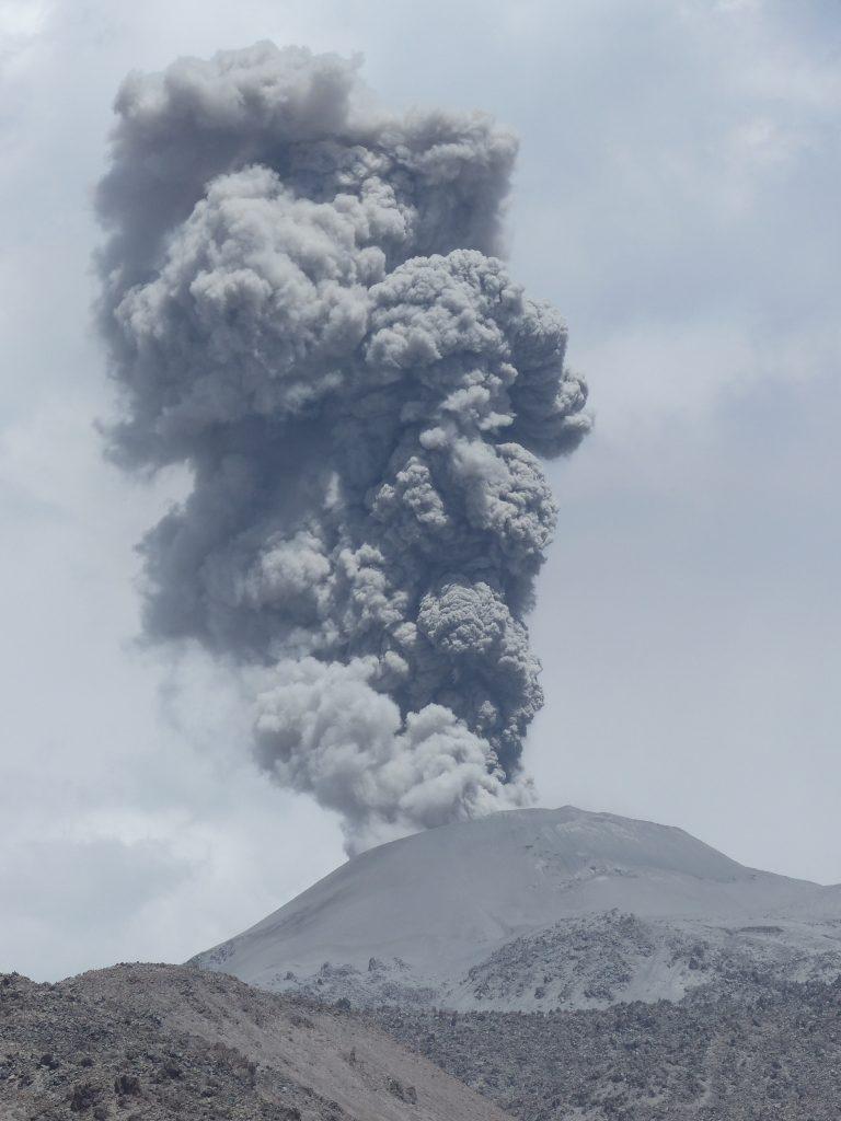 vulkan bjerg landskab (Foto: Unsplash)