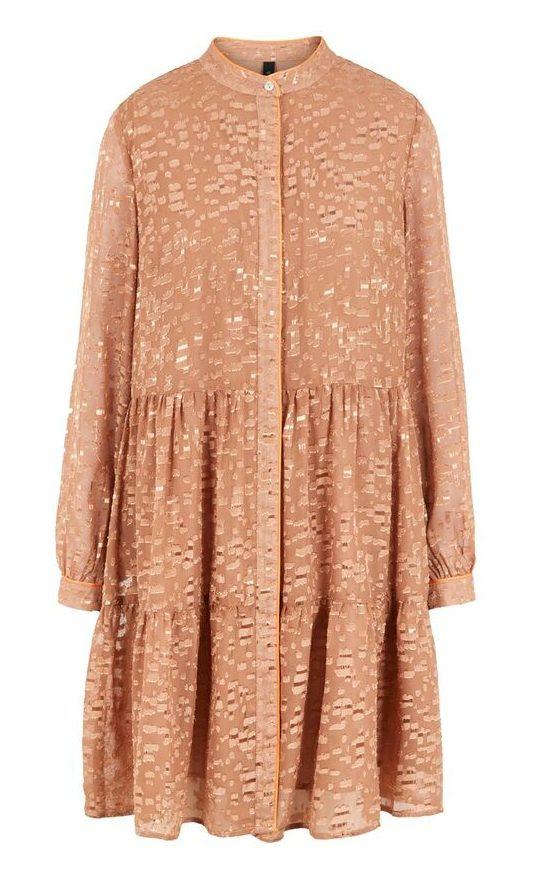 Rosa pudder kjole YAS (Foto: Bestseller)
