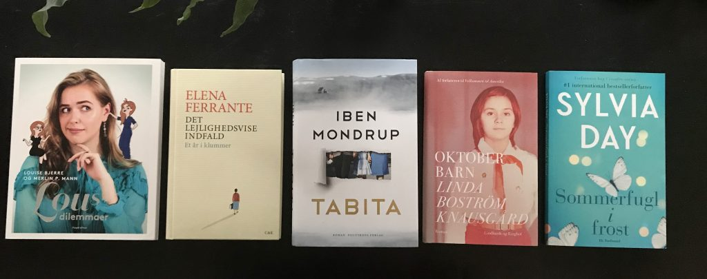5 fem på stribe bog bøger (Foto: MY DAILY SPACE)