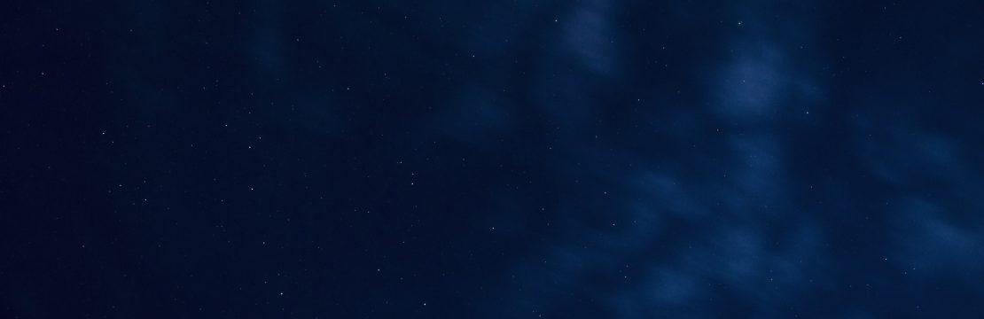 blå himmel stjerner (Foto: Unsplash)
