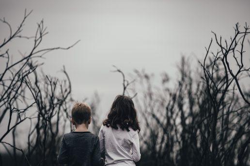børn kede af det triste eftertænksomme (Foto: Unsplash)