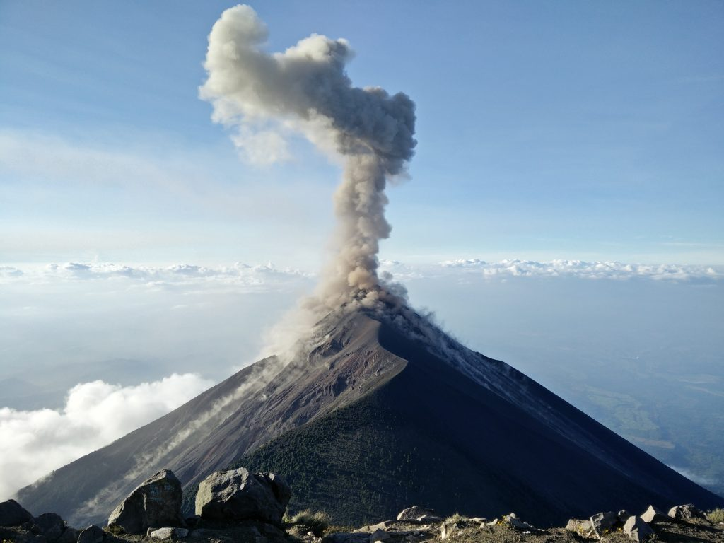 vulkan udbrud aske damp lava (Foto: Unsplash)