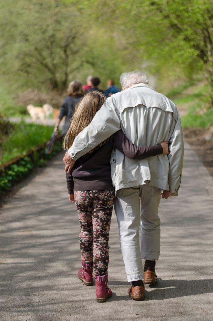 ung gammel pensionist venskab (Foto: Unsplash)