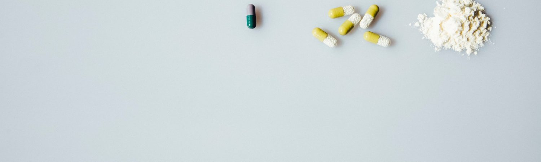 Stoffer, drugs, piller, behandlingshjælp, mindre straf, flere partier støtter op. (Foto: Unsplash)