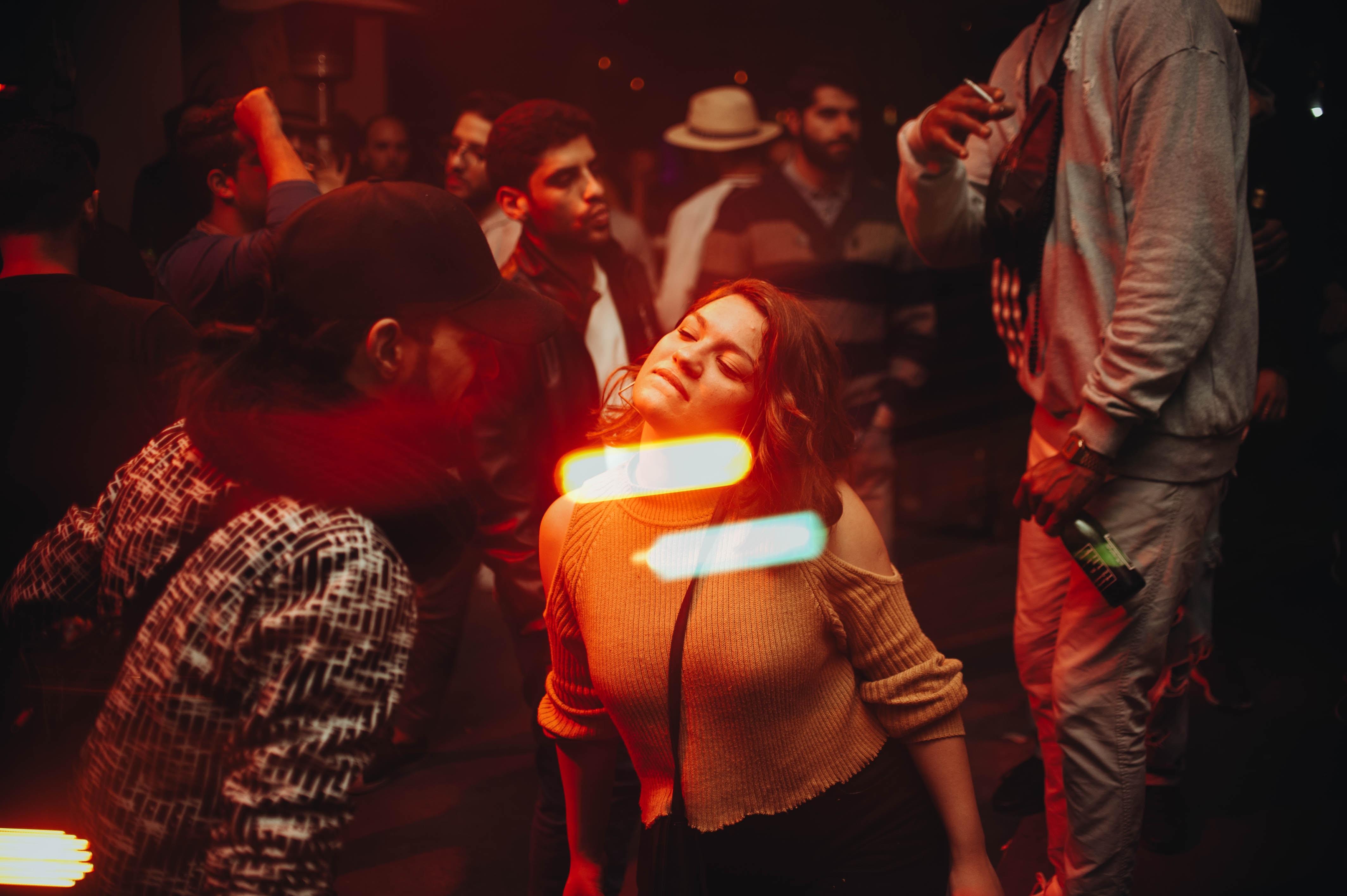 Unge, fest, party, dans, dance, disko. (Foto: Unsplash)