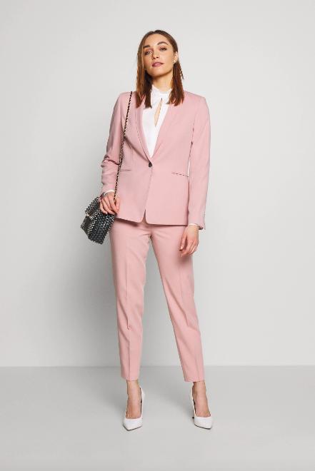 Pink, lyserødt jakkesæt. (Foto: Zalando)