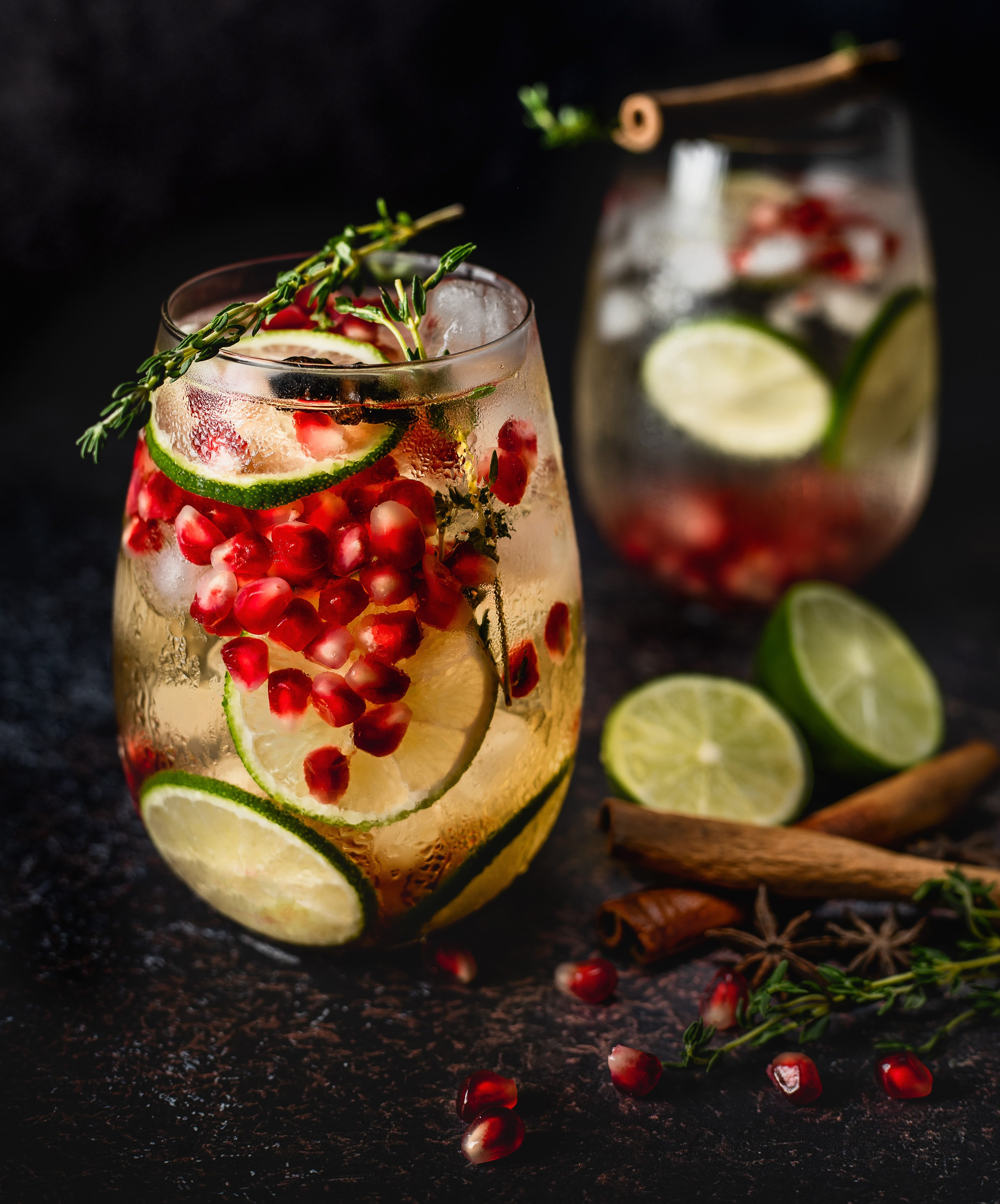Drinks, cocktails, granatæble, gin. (Foto: Unsplash)