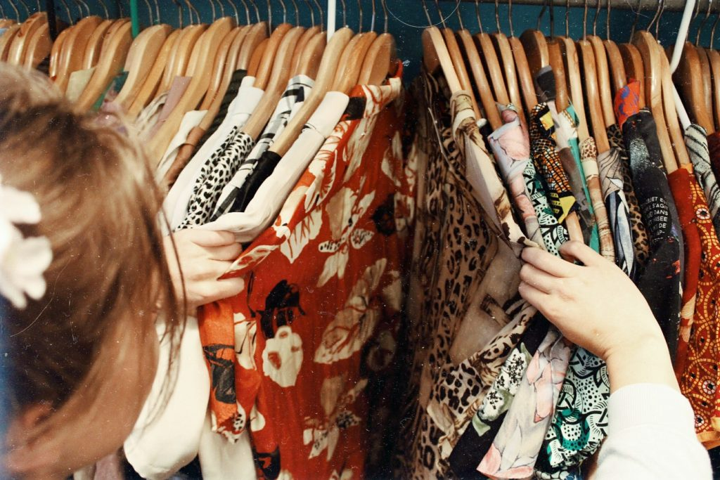 tøj shopping tøjbutik (Foto: Unsplash)