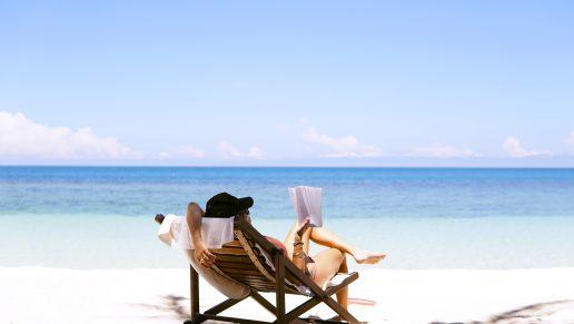 Sommer, sommerferie, planlæg, summer, kvinde, sand, havet. (Foto. Unsplash)