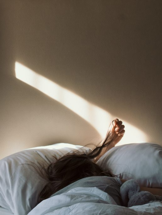 sove træt søvn pige seng kvinde (Foto: Unsplash)
