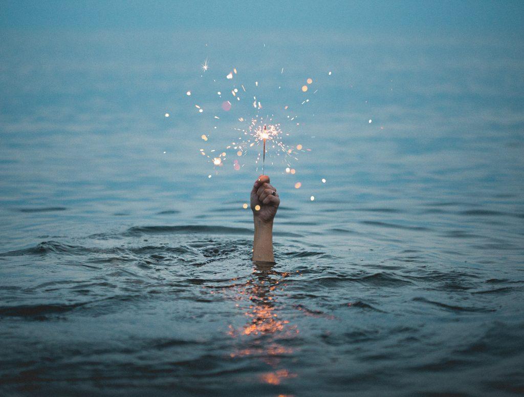 vand stjernekaster liv hånd (Foto: Unsplash)