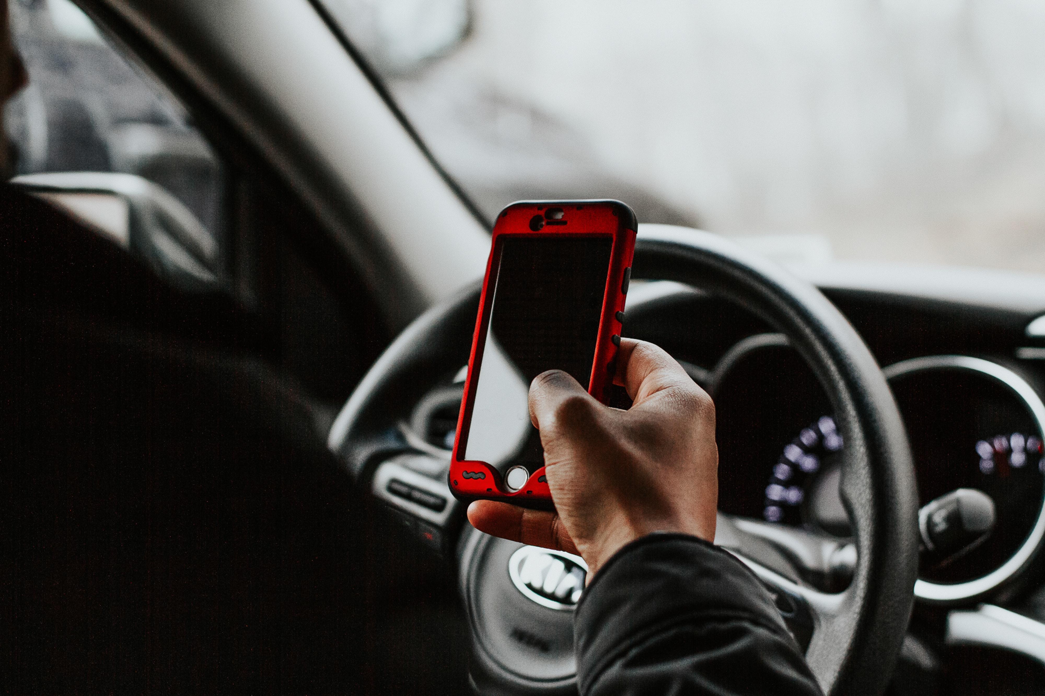 Phone, mobil, mobil bag rattet, telefon, mobilspil bag rattet. (Foto: Unsplash)
